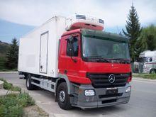 2005 Mercedes-Benz 1832