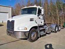 2013 Mack Trucks PINNACLE CXU61