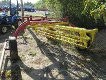 New Holland 256 Tedder rake