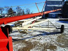 """Buhler Farm King Y1070TMM 10"""" X"""