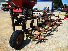 Oliver 565 6-bottom furrow plow