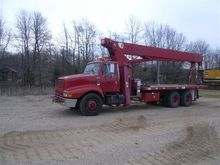 1999 International 23.5 Ton Boo