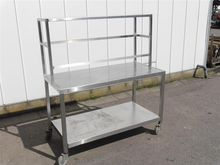 Stainless steel table with topt