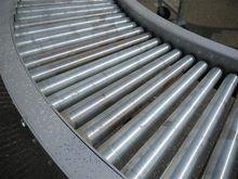 Roller curve conveyor with adju