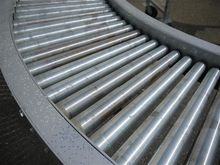 Roller curve conveyor with adju