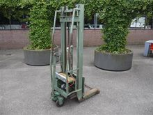 Van Rooyen boxlift with charger