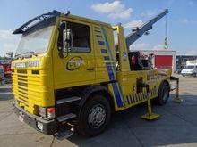 Scania 112M MET KRAAN EN LIER