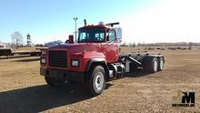 2000 MACK RD690S ROLL-OFF TRUCK