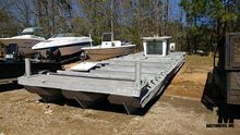 TRIPLE PONTOON BOAT W/ DRIVE ST