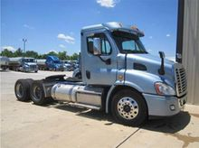 FREIGHTLINER CASCADIA DAY CAB 2