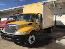2004 INTERNATIONAL 4400 SBA