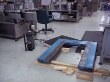 Hydraulic pallet lift built by