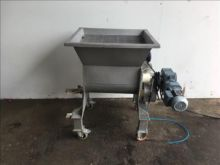 Winkworth Hopper / screw feeder