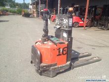 2004 BT SWE 160 Pallet Stacker