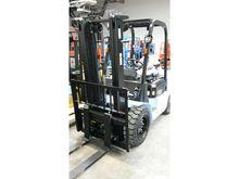 2016 Utilev UT30P Diesel Forkli