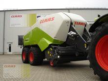 2015 CLAAS Quadrant 3200 FC Tan