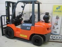 Used TOYOTA 02-7FGF3