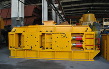 Hydraulic double roller crusher