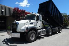 2010 MACK GU813 Roll off