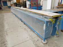 (9) Work Benches / Tables de tr