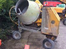 Concrete/cement mixer