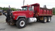 1996 Mack RD690S Truck