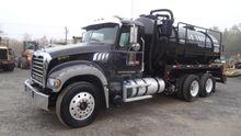 2013 Mack GRANITE GU713 Truck