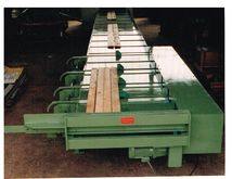 Roller conveyor with discharge