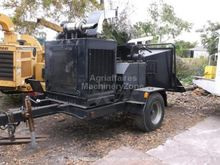 1999 Morbark 2400 Wood chipper