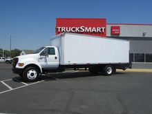2004 Ford F750 24 Foot Box Truc