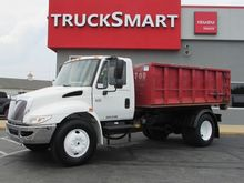 2003 International 4300 Hooklif