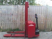 1995 Linde L12 L14 Pallet Stack