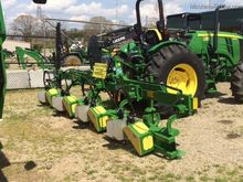 2014 DeCloet 4-Row Bed Ridger L