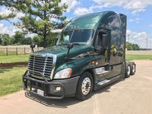 2015 FREIGHTLINER EVOLUTION Tan