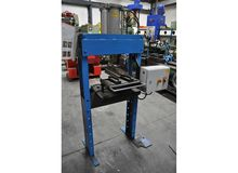 Pneumatic press 2,3 ton Garage