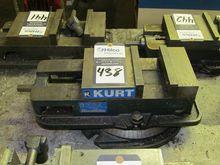 """Kurt D-675 6"""" machine Vise"""