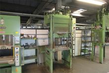 Four column hydraulic press ric