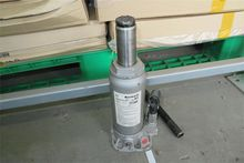 Hydraulic lift Einhell HM82