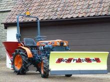 Kubota B7000 Compact Tractor &