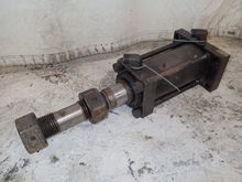 Used HYDRAULIC CYLIN