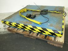 Used LIFT TABLE 48""