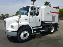 2000 Freightliner FL70 4254