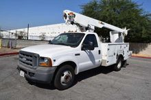 2005 Ford F350 Altec AT200A 35'