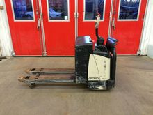 2006 Crown WP2330S Low lifter w