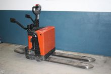 2012 BT LPE200/8 Low lifter wit