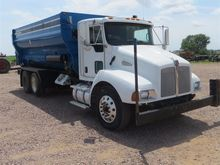 2006 Kenworth T300 Feed Mixer T