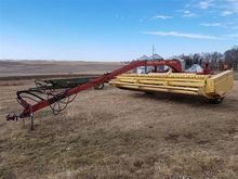 New Holland 1475 Windrower