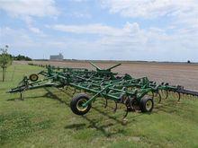John Deere 2210 Pull Type Field