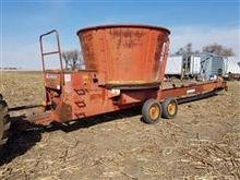 Farmhand 900B Hay Grinder