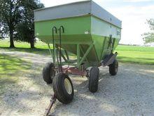 1981 Parker 2600 Grain Cart